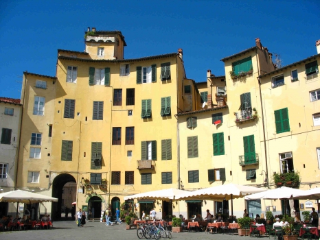 Lucca anfiteatro