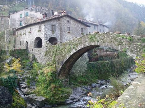 La tua casa sul mare immobili vendita casa del podest for Case del castello francese