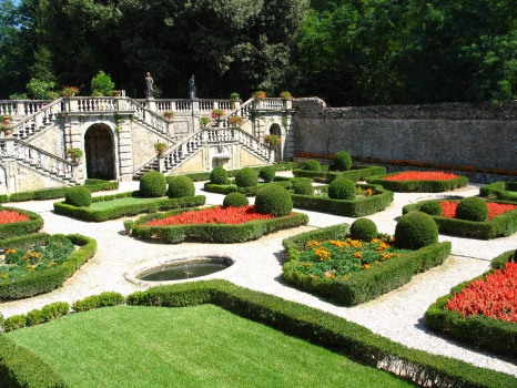 lucca villa torrigiani