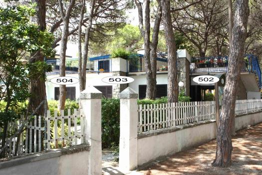 Villa Fantagalì dalla pineta con app 502, 503, 504