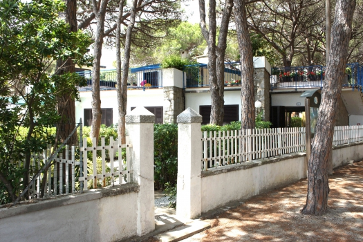 Villa Fantagalì dalla pineta