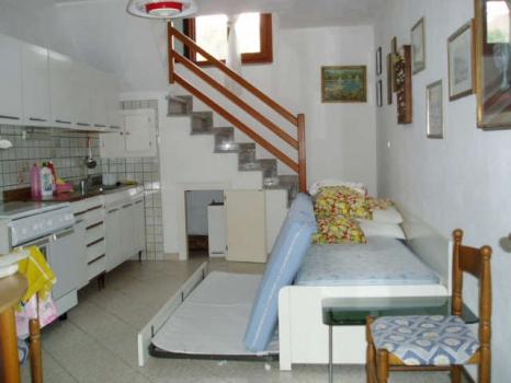 Casa vacanza costa del sole pomonte bilocale - Divano in cucina ...