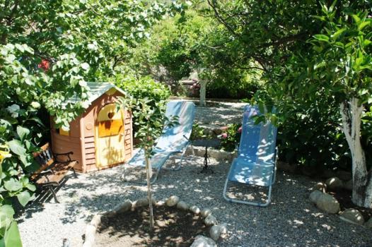 La tua casa sul mare case vacanza casa melograno - Casa vacanza con giardino privato liguria ...