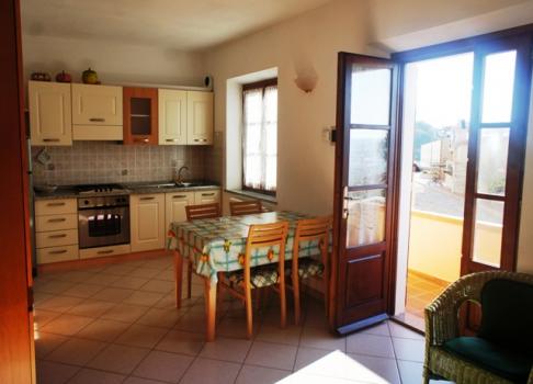 soggiorno cucina vista terrazzino a