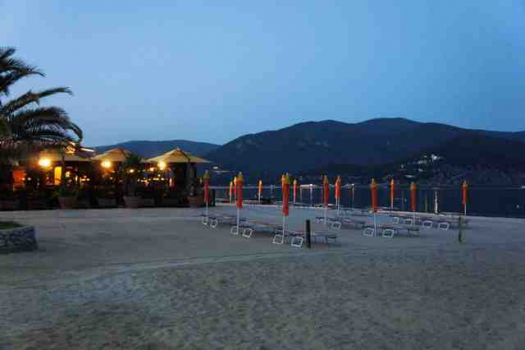 Marina di Campo by night.aa