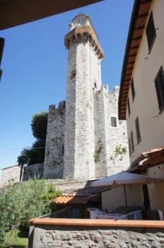 vista sul Castello di Nozzano