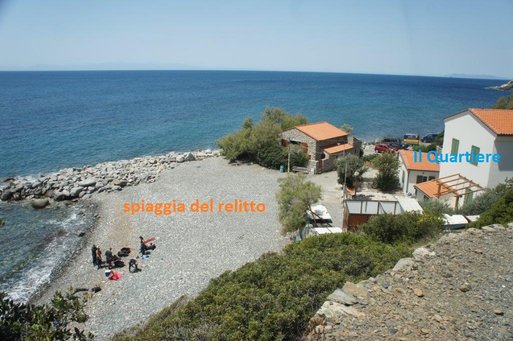 IL QUARTIERE Capraia Only two pathes and you are on the beach: in POMONTE, tiny little town on the south-west coast of Elba, with the most beautiful sunsets, and warm and wndy weather the whole summer. New construction from 2016!
