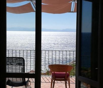 Casa Bellavista ELBA COSTA DEL SOLE CHIESSI In posizione superpanoramica in uno dei paesi più caratteristici dell'Elba, villetta singola con 7 posti letto a 250m dalla spiaggia. Chiedete sconto tutto LUGLIO in agenzia!