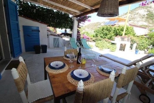 terrazzo con tavolo