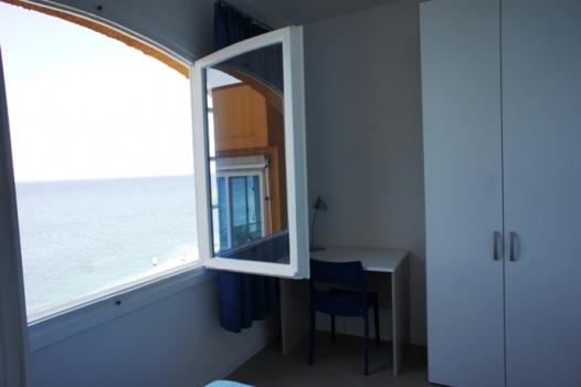 camera e finestra con vista-4