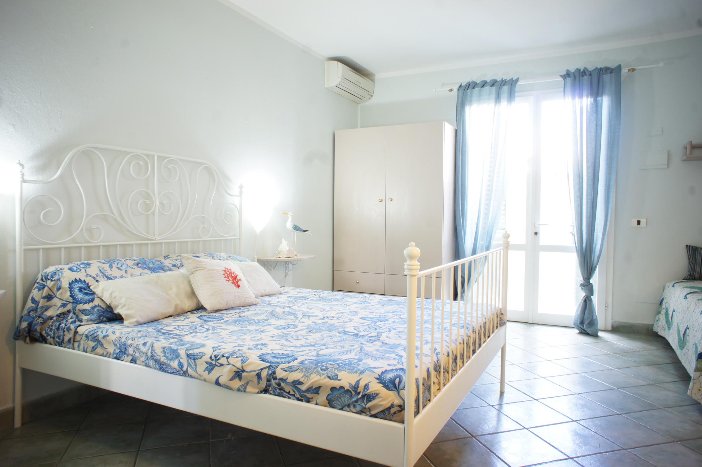 Casa Levante Curato monolocale a poca distanza dallla spiaggia di sabbia e dal centro di MARINA DI CAMPO con aria condizionata e posto macchina. Ottimo rapporto qualità / prezzo.