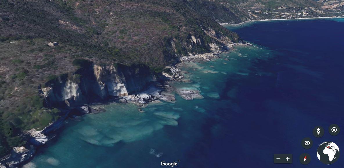 Rudere Laconella Sul promontorio di Lacona a picco sul mare con splendida vista sul Golfo Stella, piccolo rudere di circa 40 mq da completare, con circostante terreno di 10.000 mq area Parco. Un oggetto unico per chi ama immergersi nel silenzio e nella pace della natura più incontaminata.