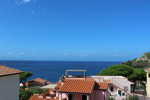 CASA SOFIA big Near the sea, in the small seaside village of CHIESSI, sunny and quiet position, well-kept apartment for 4 people!