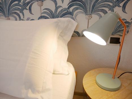 particolare-lampada-letto