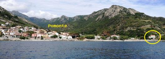 Pomonte visto dal mare con il Quartiere a destra a-4