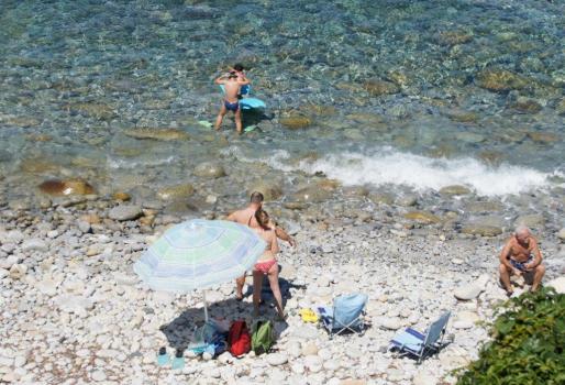 spiaggia Pomonte con ciottoli di granito bianco-4