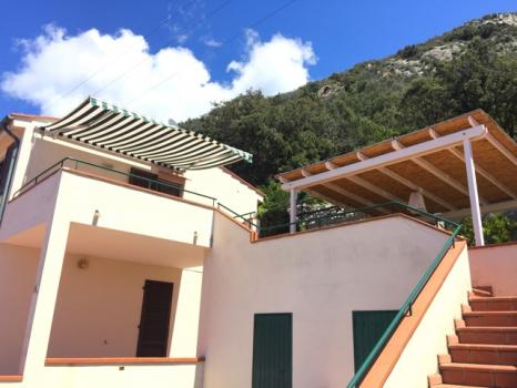 11 la casa dall'esterno - accesso