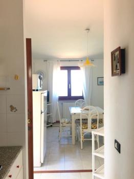 20 vista del salotto dalla cucina