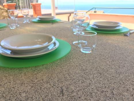 4 dettaglio del tavolo di granito