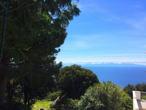 13 vista verso il mare e la Corsica