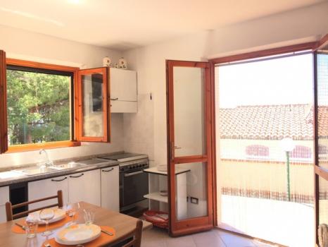 6 salotto cucina ingresso