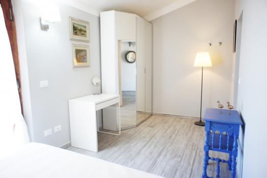 camera-da-letto-lato-armadio