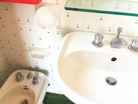 bagno-primo piano bidet-lavabo