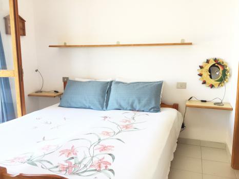 camera-letto-comodini