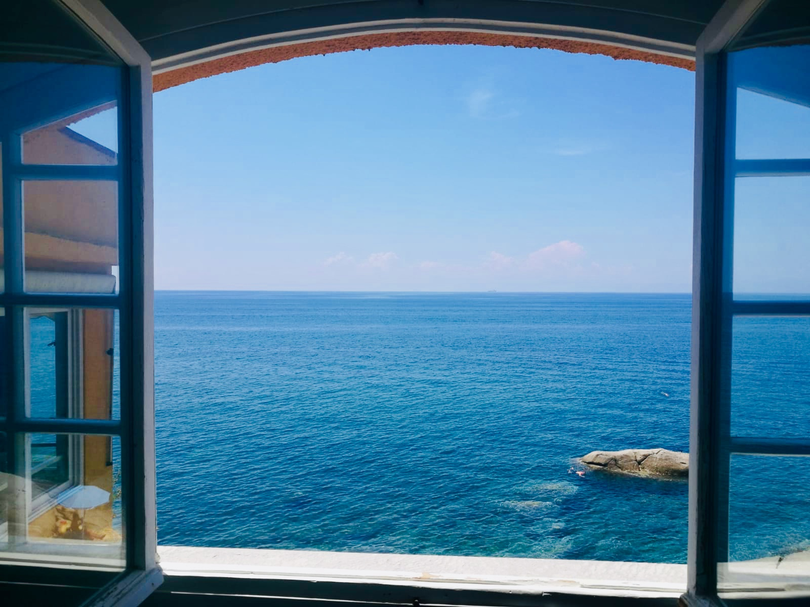 Two-room flat on the sea in Pomonte