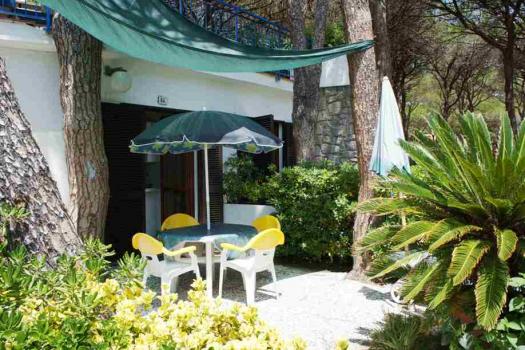 Villa Fantagalì app. 504  giardino vista dall'ingresso aa