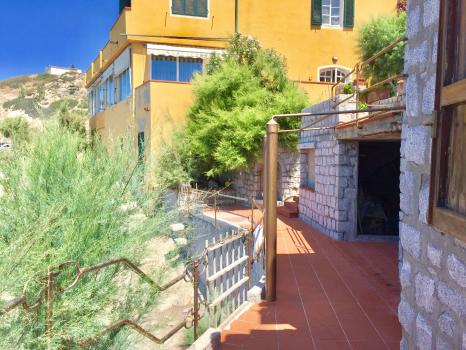 terrazzo-tamerici-vista verso villa mare