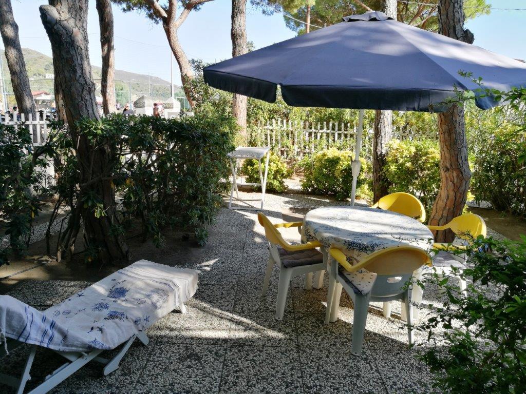 Villa Fantagalì app. 503 - 30m vom Meer Direkt am Sandstrand von Marina di Campo, unter Pinien mit eigenem Garten und Parkplatz. Ideal fuer Familien mit Kindern!