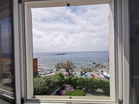 MONTECRISTO camera matrimoniale vista dalla finestra (2)