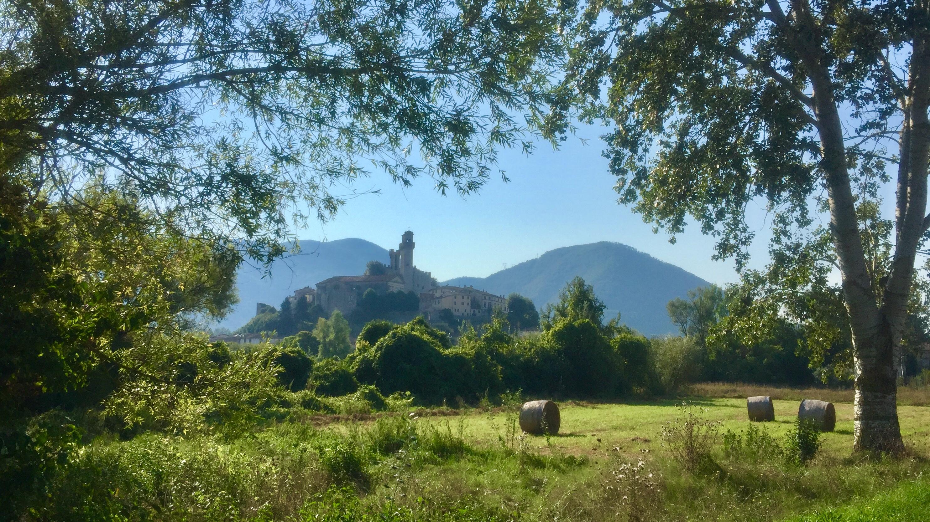 Casa del Podestà a Nozzano Castello, fra Lucca e Pisa Nel cuore di un borgo medievale alle porte di Lucca in posizione panoramica vendisi mansarda semiristrutturata in un edificio storico.